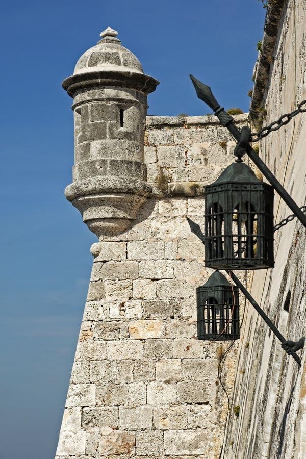 Tour de guet antique avec des lanternes photographie stock