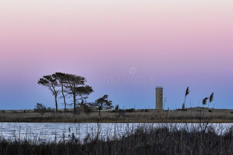 Tour de guet au coucher du soleil en plage de Rehoboth images libres de droits