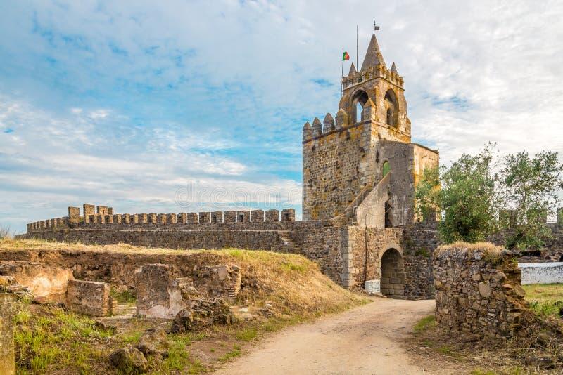 Tour de guet de château de Montemor-o-Novo au Portugal photos stock