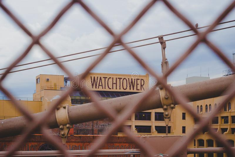 Tour de guet - Jehovahs est témoin de l'ancien siège social photographie stock libre de droits