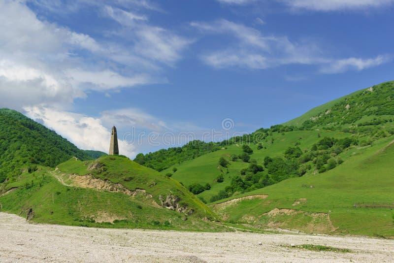 Tour de guet de Karacolskiy XIV de siècle sur le territoire du règlement du même nom III mille AVANT JÉSUS CHRIST à la tour sont  photos libres de droits