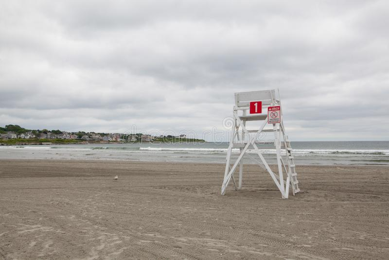 Tour de guet sur la plage vide dans Middletown, Rhode Island, Etats-Unis photo libre de droits