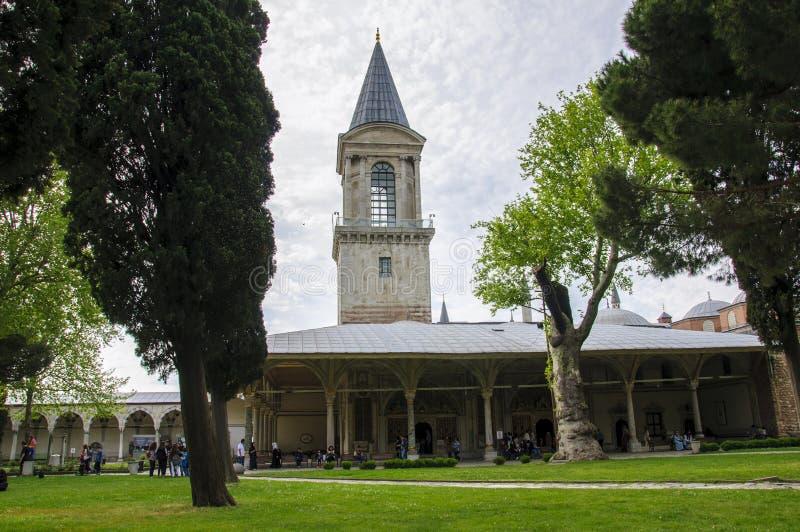 Tour de justice dans la deuxième cour du palais de Topkapi images libres de droits