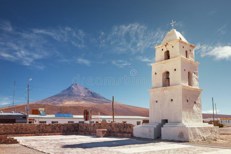 Tour de l'église de Cariquima, près de Colchane, dans le Tarapaca photo stock