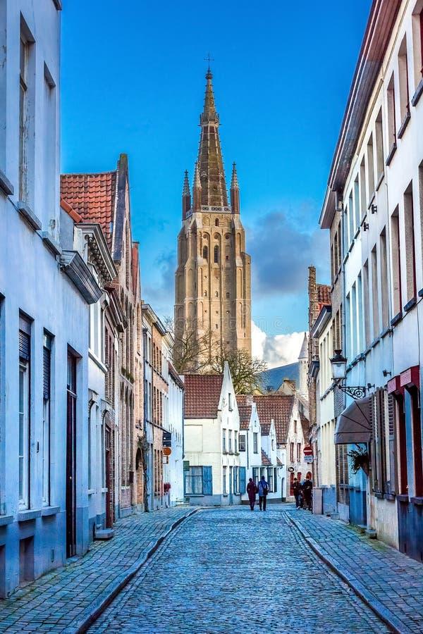 Tour de l'église de notre Madame Bruges images libres de droits