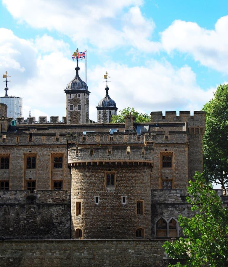 Tour de Londres, drapeau britannique, Londres R-U photographie stock libre de droits