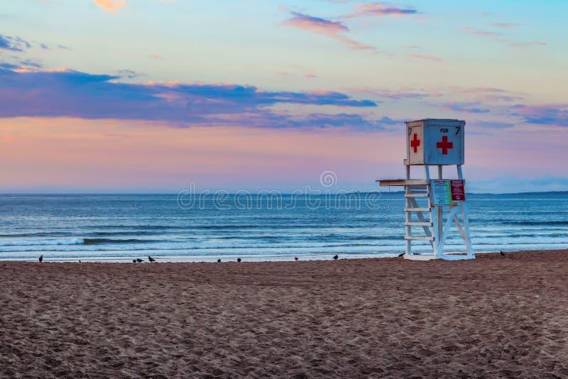 Tour de maître nageur sur la plage image libre de droits