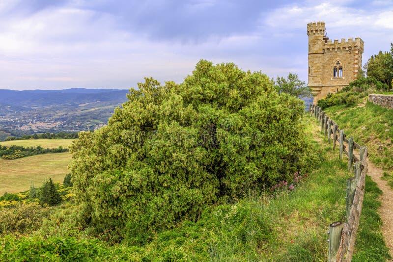 Tour de Magdala, ville de Rennes le chateau en Aude, France image stock