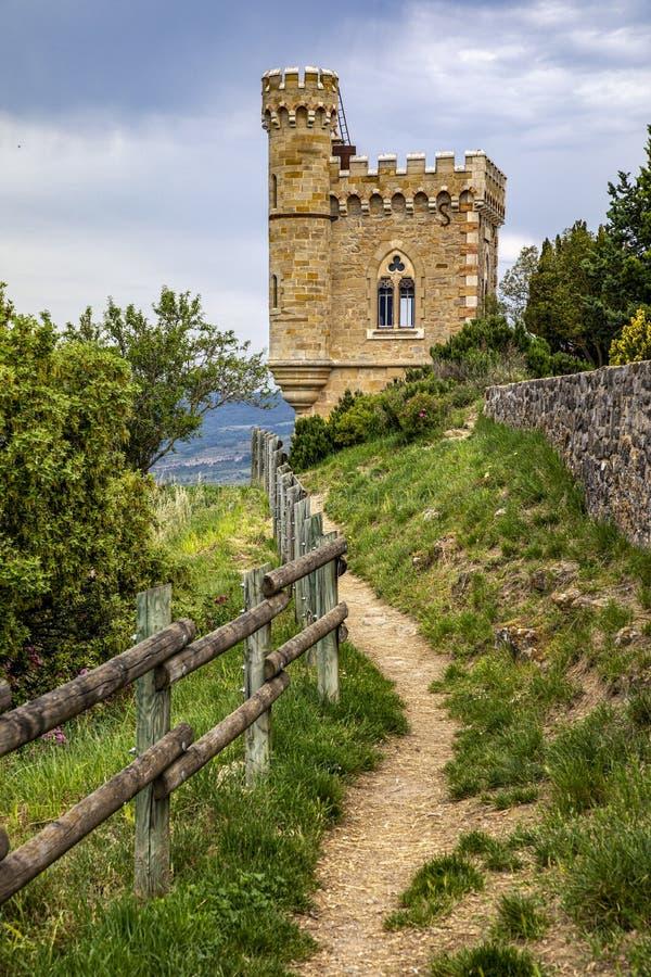 Tour de Magdala, ville de Rennes le chateau en Aude, France photos stock