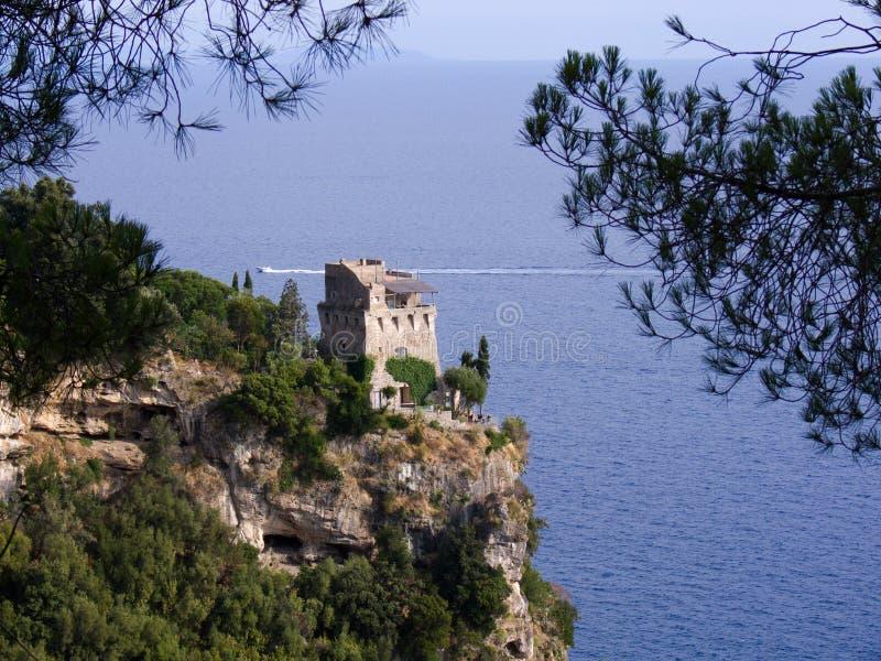 Tour de Maiori sur la côte amal photographie stock libre de droits