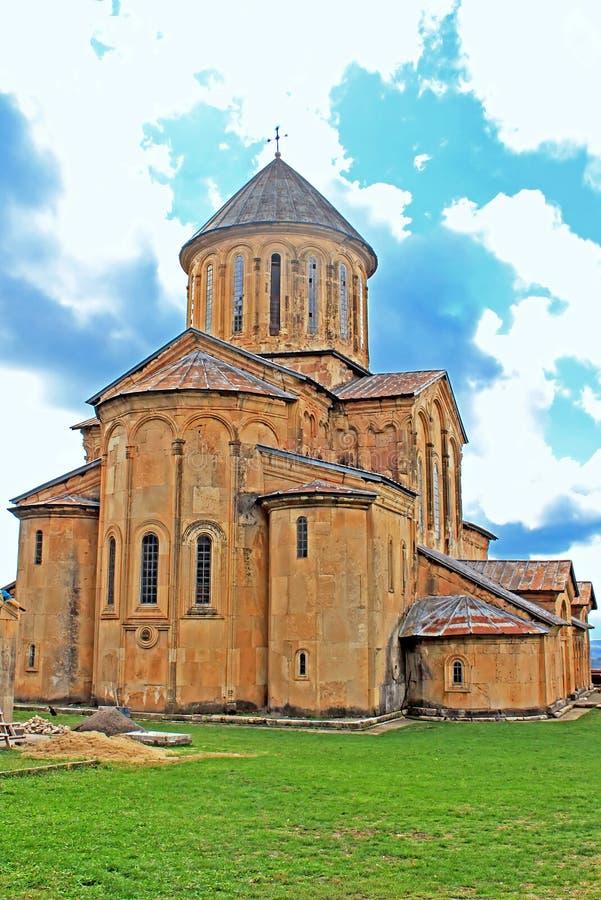 Tour de monastère de Gelati par temps pluvieux, la Géorgie photo stock