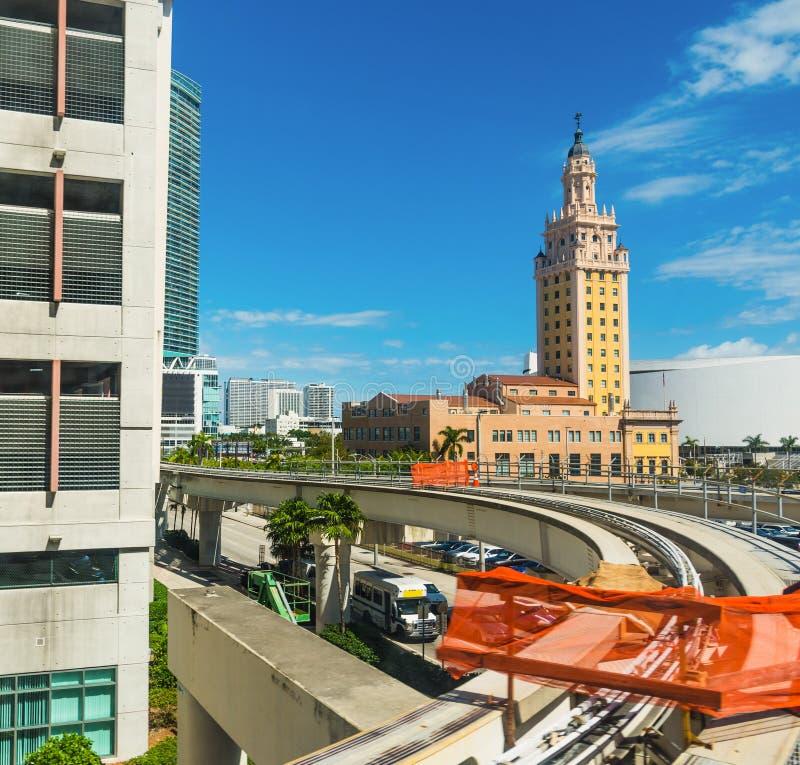 Tour de monorail et de liberté à Miami du centre image libre de droits