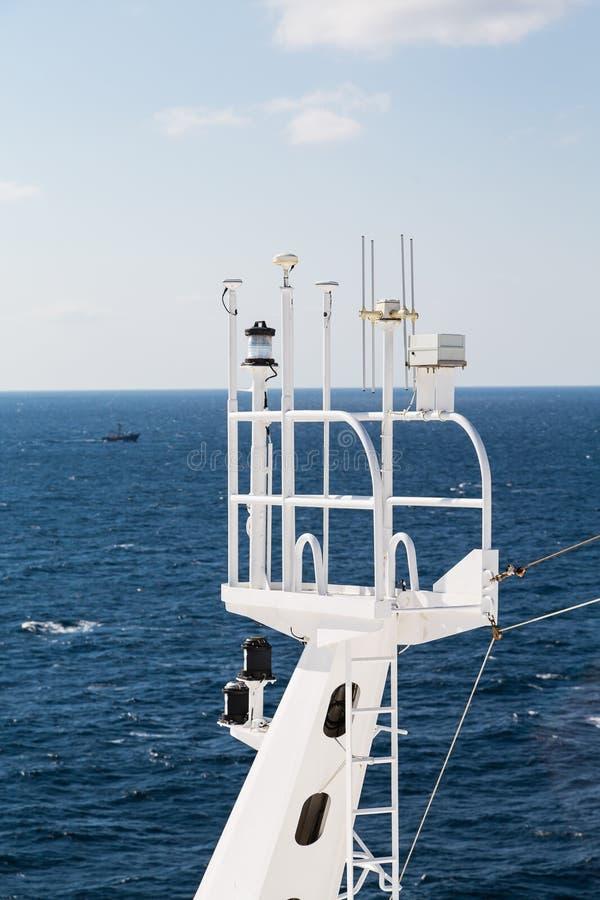 Tour de montre de bateaux avec le matériel de transmission photographie stock