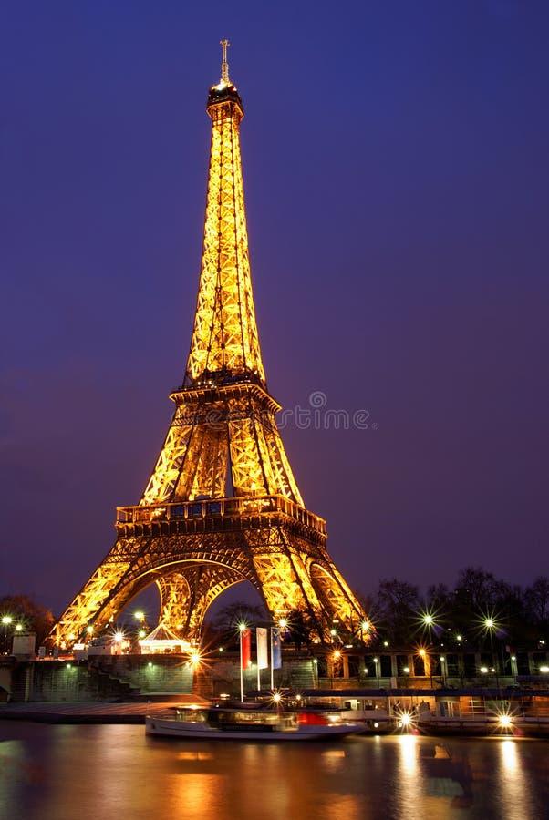 tour de Paris de nuit d'Eiffel photographie stock