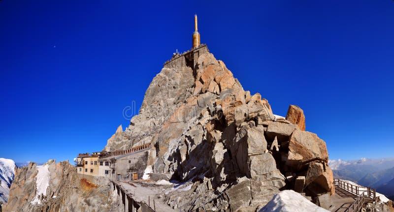 Tour de pointeau de sommet d'Aiguille du Midi images libres de droits