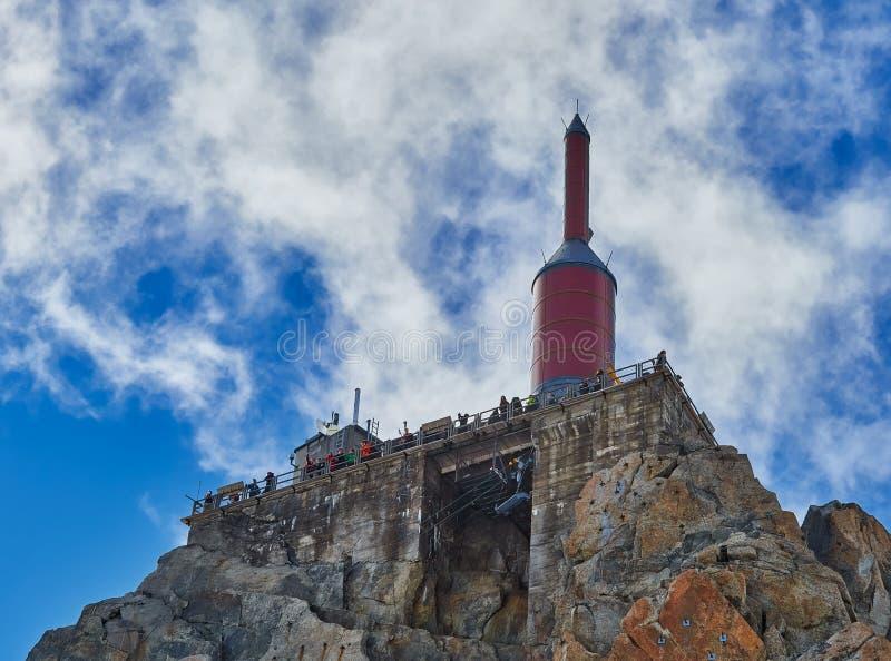 Tour de pointeau de sommet d'Aiguille du Midi photo libre de droits