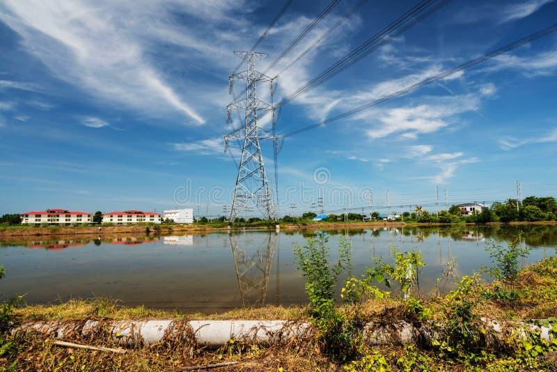 Tour de puissance ou poteau électrique géant image libre de droits