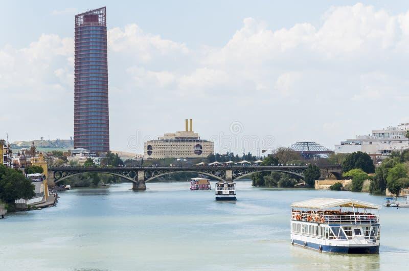 Tour de rivière du Guadalquivir, Séville, pont de Triana, Séville, Espagne photos libres de droits