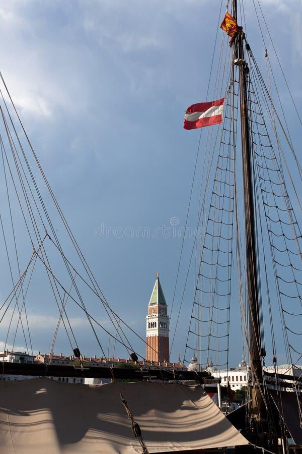 Tour de San Marco de mât de bateau, Venise, Venezia, Italie, Italie image stock