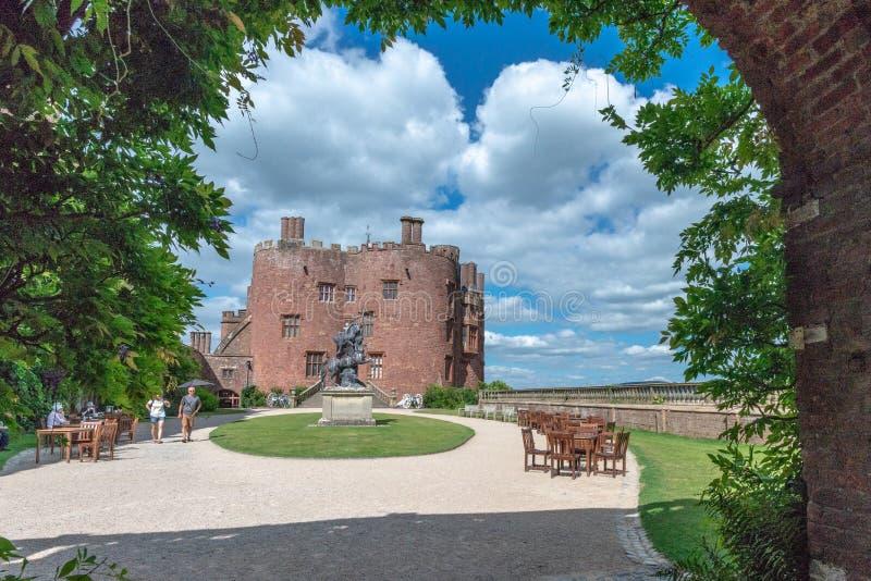 Tour de sculpture et de brique rouge, château de Powis, Pays de Galles photo libre de droits