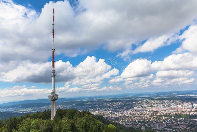 Tour de Televesion sur l'uetliberg et la vue aérienne de Zur image stock