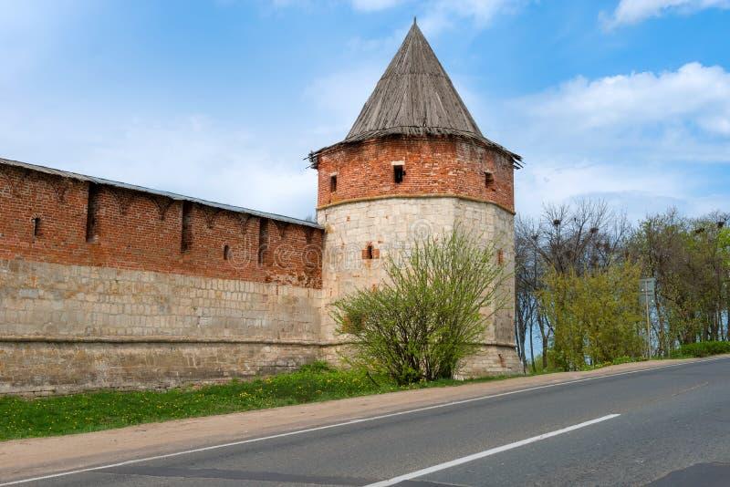 Tour de trésor et mur faisants le coin de forteresse médiévale images libres de droits