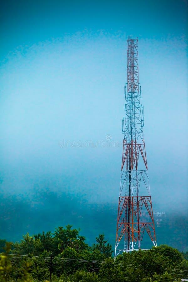 Tour de transmissions d'antenne de portable photos libres de droits