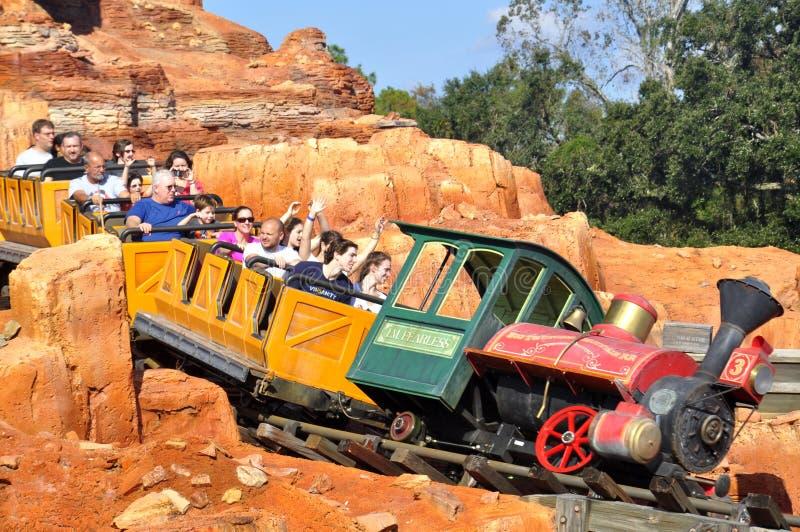 Tour de Walt Disney World Railroad en parc magique de famille de Theeme de royaume image stock