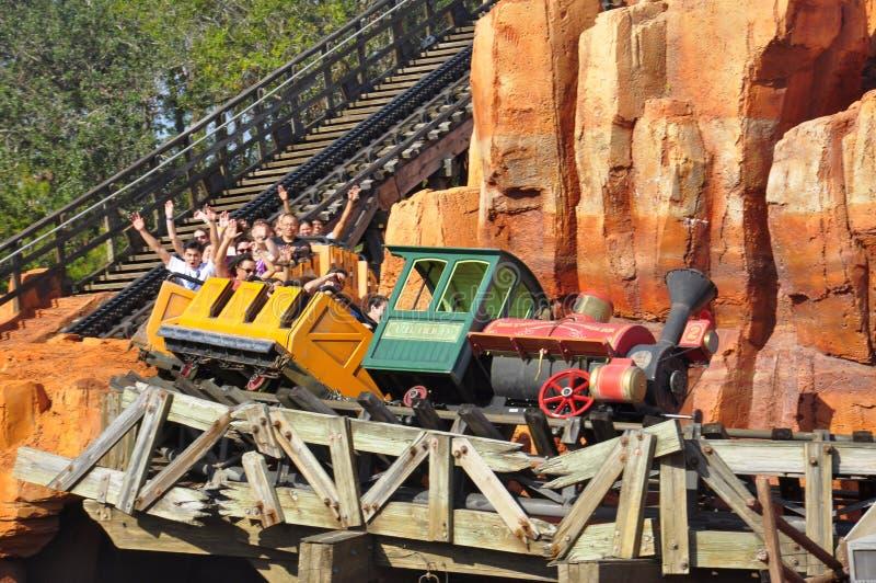Tour de Walt Disney World Railroad en parc magique de famille de Theeme de royaume photos stock