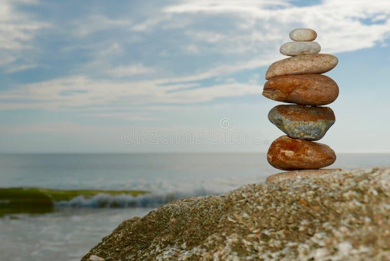 Tour des roches à l'océan image libre de droits