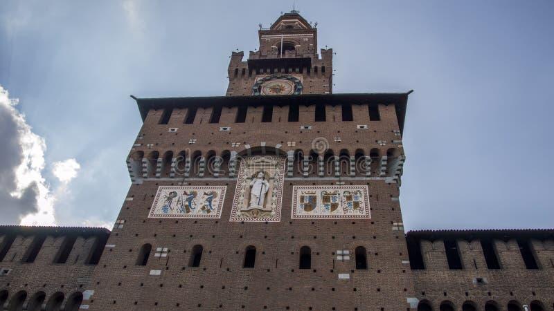 Tour du château de Sforzesko, Milan, Italie image stock