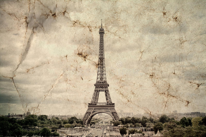 Tour Eiffel à Paris Fond de vue de vintage Voyagez la vieille rétro photo de style d'Eiffel avec le papier chiffonné par fissures image stock