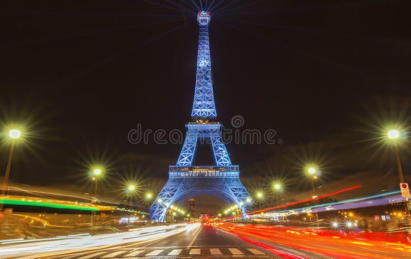 Tour Eiffel allumé avec le type de Merci de message - merci type en français à Paris dans la mémoire de la roche française en ret photos libres de droits
