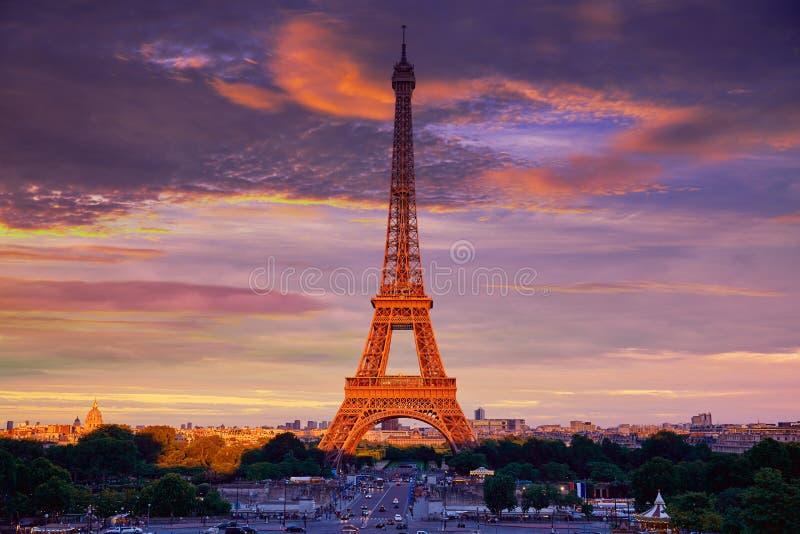 Tour Eiffel aux Frances de Paris de coucher du soleil photographie stock
