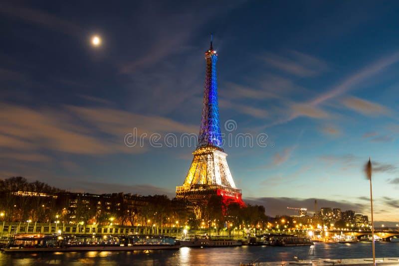 Tour Eiffel dans la soirée, Paris, France photo libre de droits