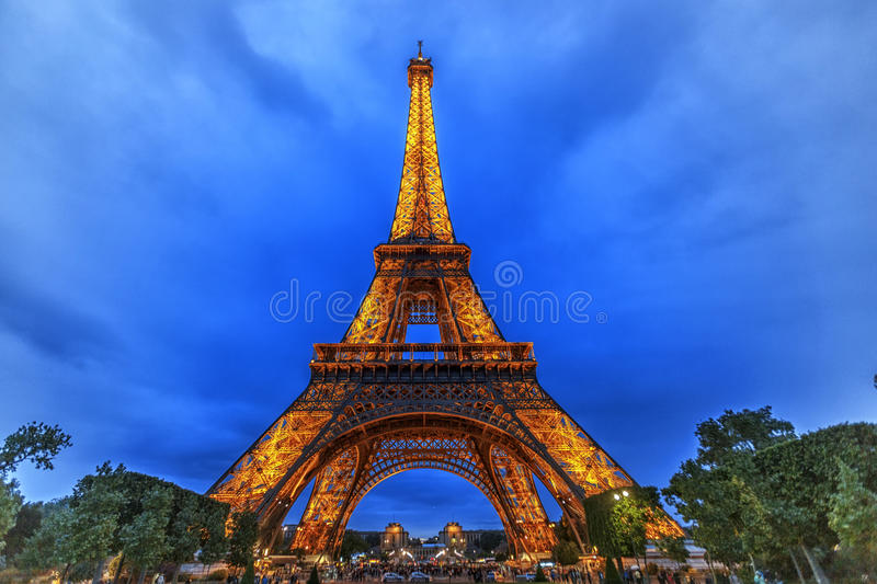 Tour Eiffel de Paris la nuit photographie stock