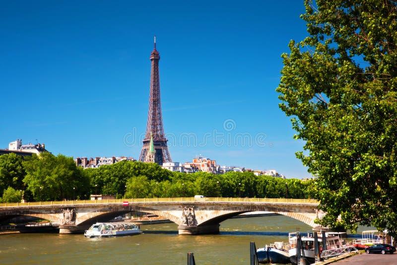 Tour Eiffel et la Seine, Paris, France. photographie stock