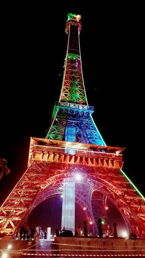 Tour Eiffel la nuit photo libre de droits