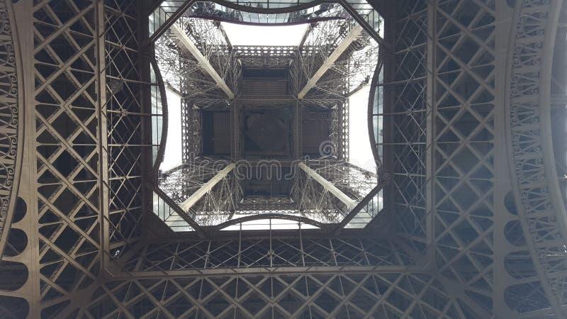 Tour Eiffel la vue inférieure image stock
