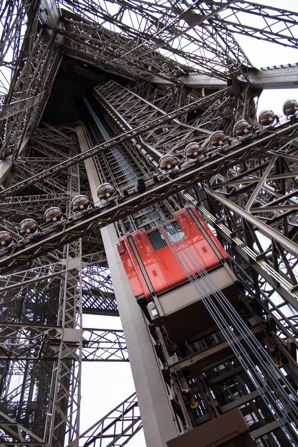 Tour Eiffel Paris, ascenseur rouge photos stock