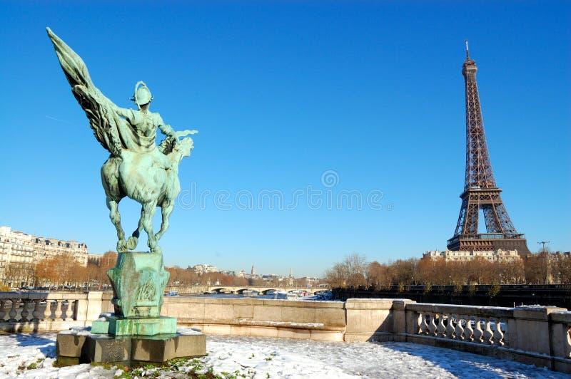 Tour Eiffel, Paris, l'hiver photo stock