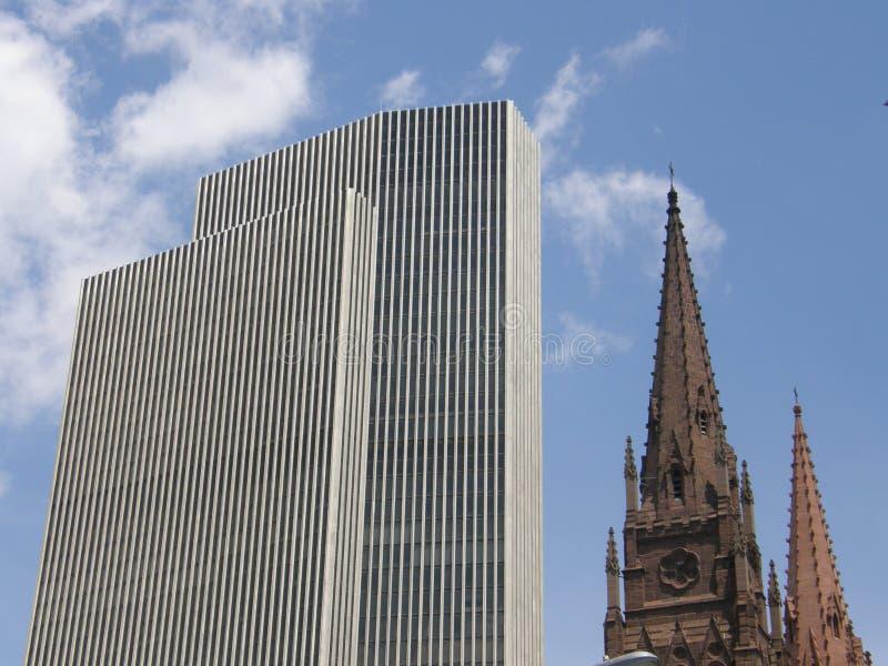 Tour et église de Corning photos stock