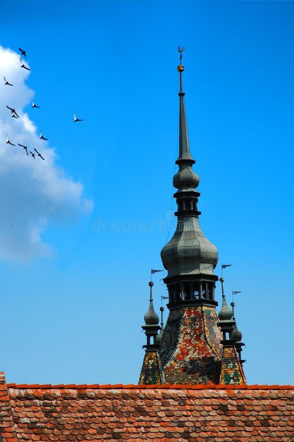 Download Tour et ailes image stock. Image du tour, nuages, oiseaux - 742199