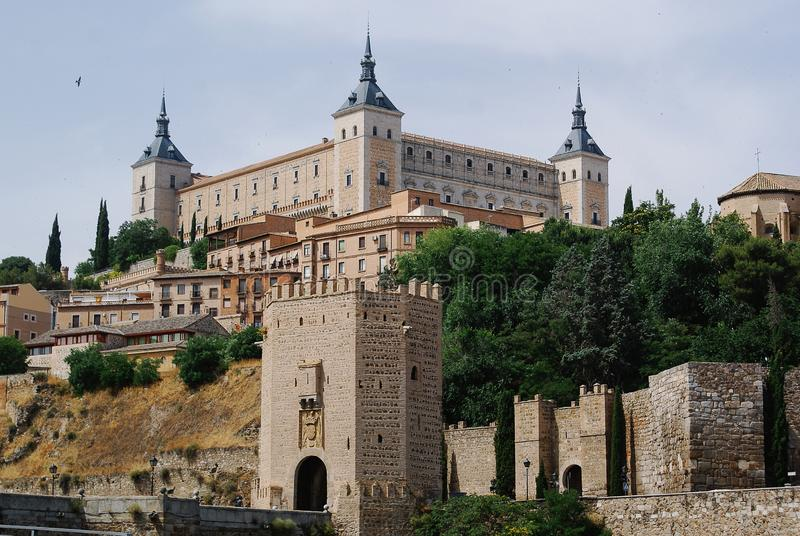 Tour et Alcazar occidentaux De Toledo images libres de droits