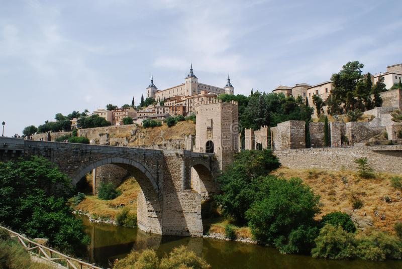 Tour et Alcazar occidentaux De Toledo image stock