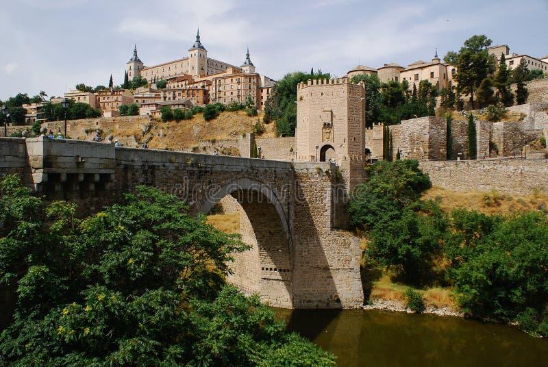 Tour et Alcazar occidentaux De Toledo image libre de droits