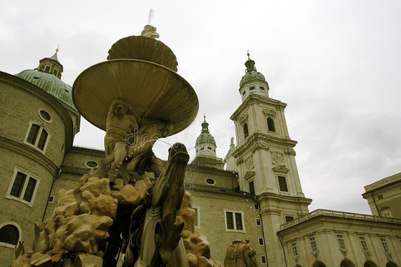 Tour et fontaine d'horloge image libre de droits