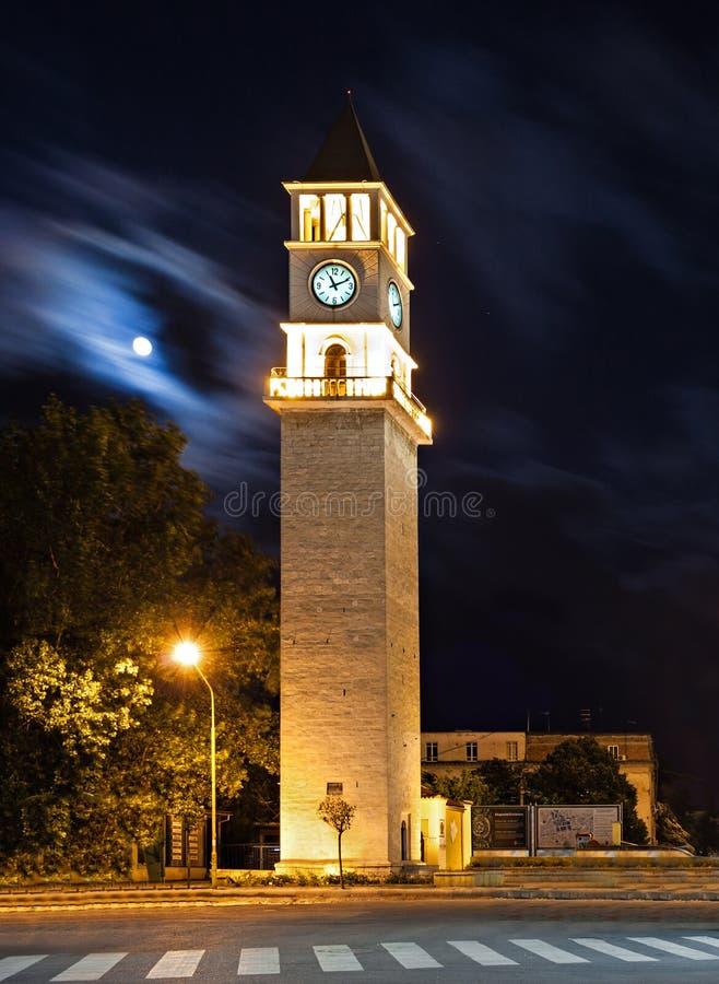 Tour et mosquée d'horloge photographie stock libre de droits