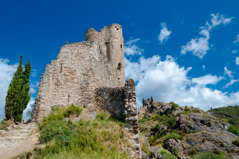 Tour et murs de Quertinheux chez Lastours photographie stock