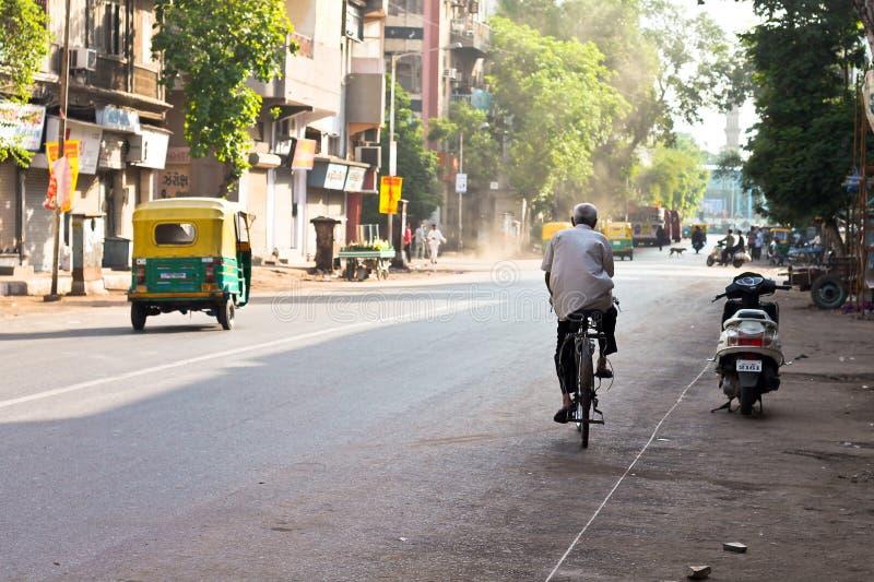Tour isolé au coeur de la ville - Inde images stock